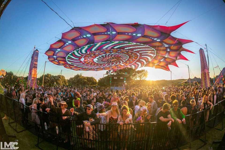 psychedelic-shirt-trance-festival-clothing-sol-seed-of-life-Best-Psytrance-Festivals-Festival-alien-safari-sprung