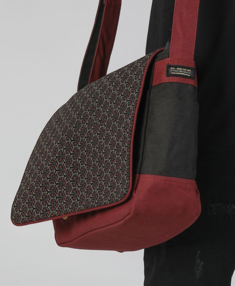 Kubic Messenger Bag | Maroon