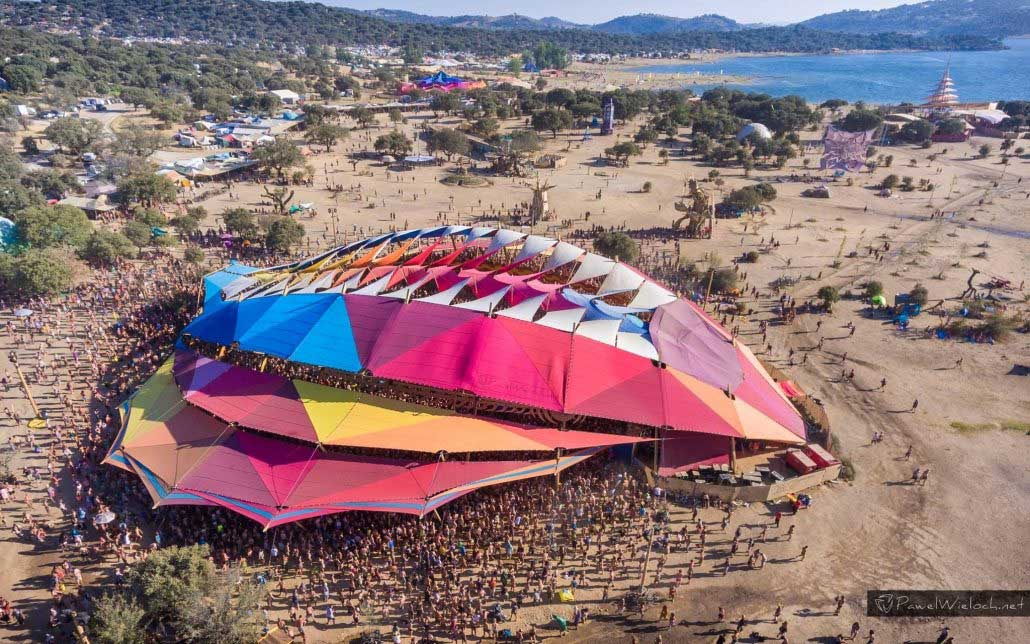 psychedelic-trance-festival-fashion-clothing-2018-boom-fest-overhead