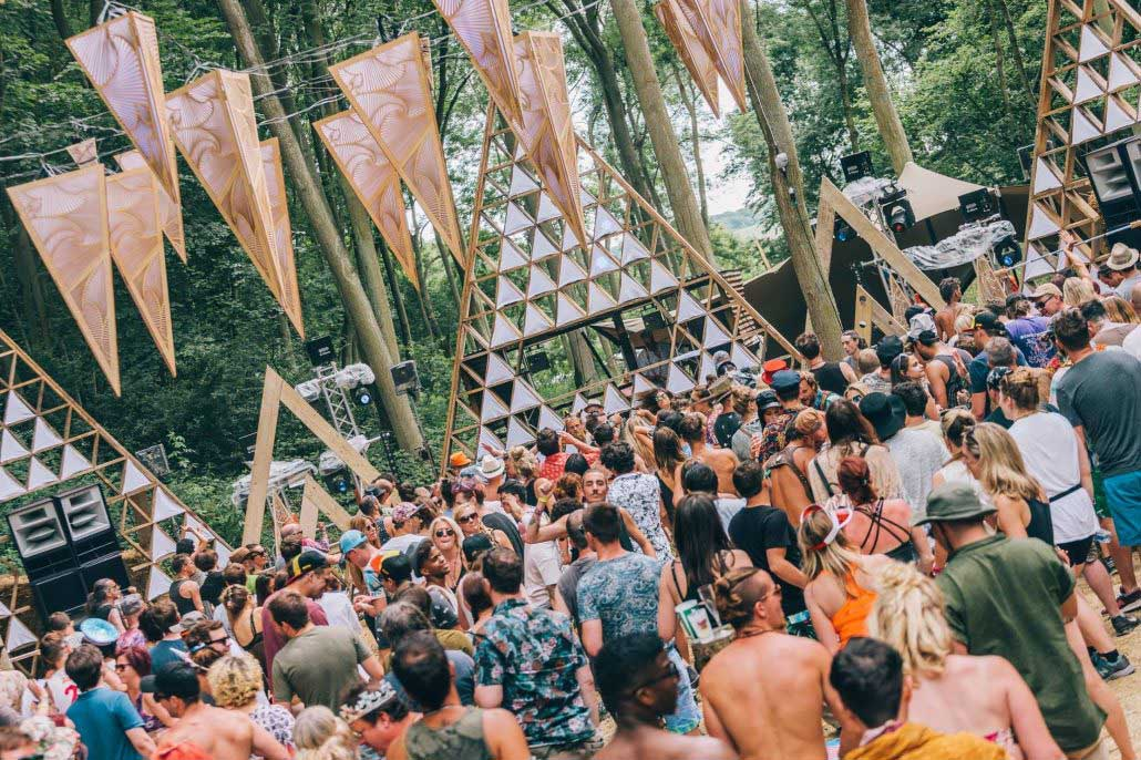 psychedelic-trance-festival-fashion-clothing-2018-noisily-fest