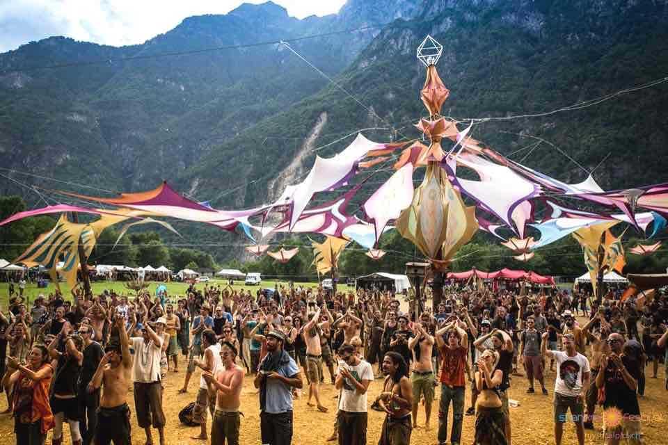 psychedelic-trance-festival-fashion-clothing-2018-shankra-festival-switzerland